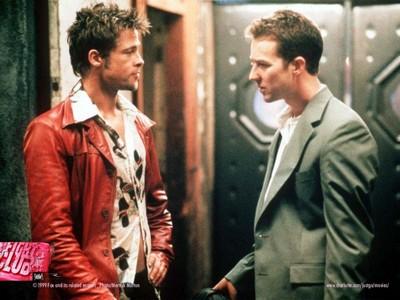 Brad Pitt a Edward Norton ve filmu Klub rváčů